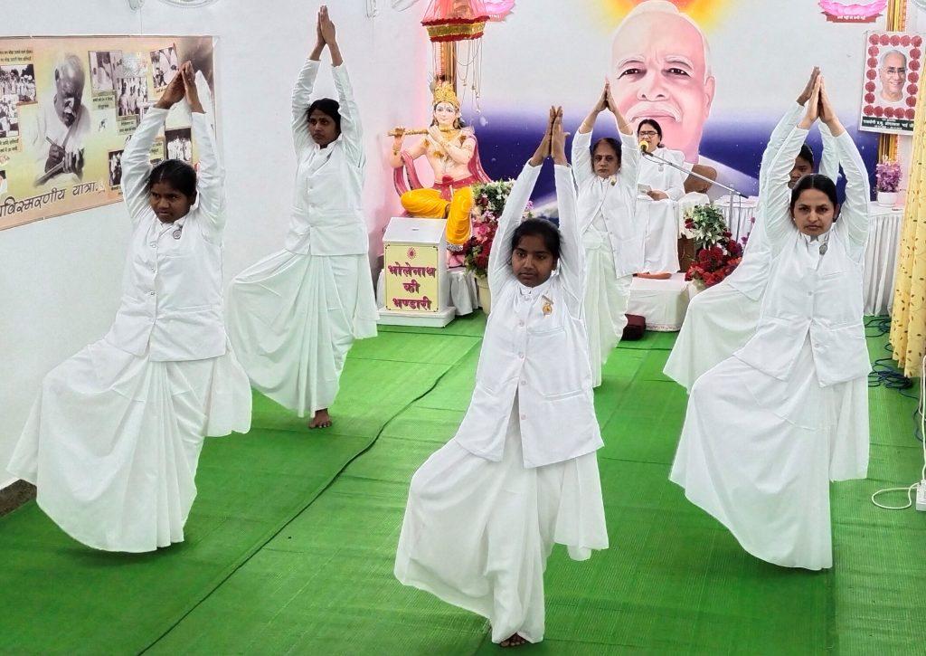 योग, ध्यान के साथ देशभक्ति की भावना व नैतिक मूल्य अपनाकर योग दिवस को करें सार्थक